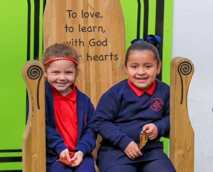 praying-st-john-evangelist-catholic-school-1280